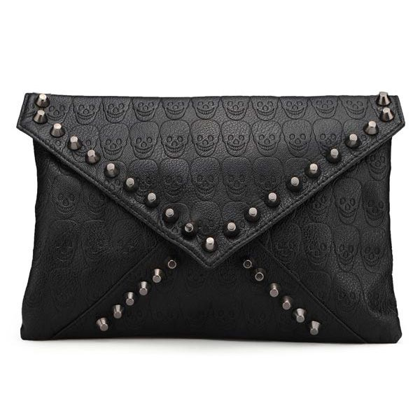 Clutch Caveiras e spikes.